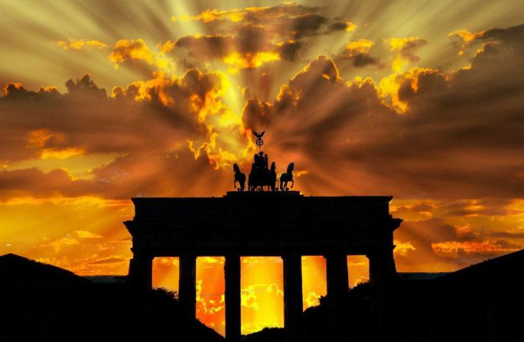 Nationale volkshymne 'Auferstanden aus Ruinen' zonder woorden