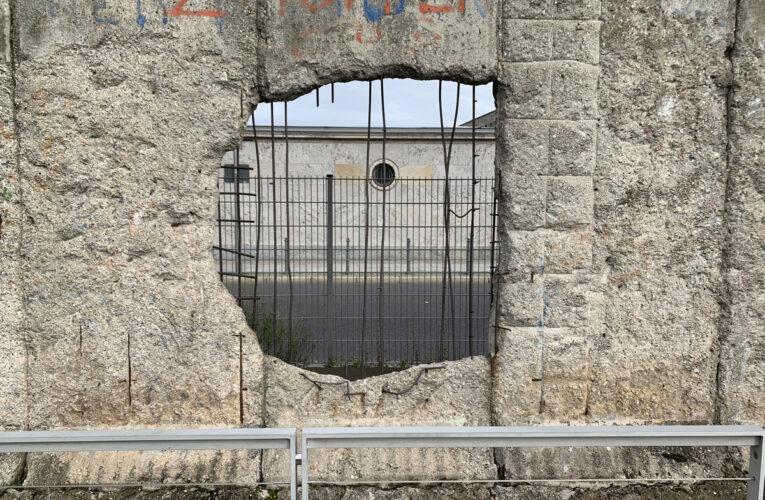 Dertig jaar geleden werd gestart met afbraak Berlijnse Muur