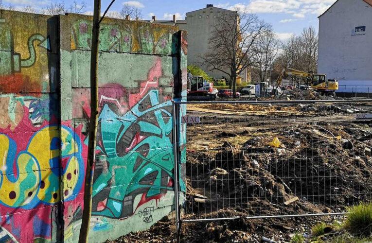 Stukje overgebleven Berlijnse Muur in Pankow is gesloopt