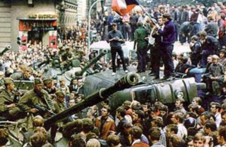 Tanks in Praag en hoe de Russen met tegenzin ingrepen
