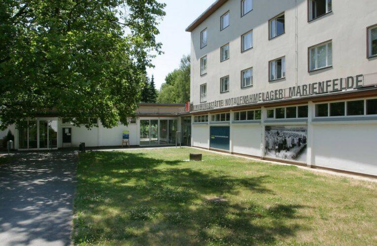 Levensgrote foto vandaag onthuld bij Erinnerungsstätte Notaufnahmelager Marienfelde