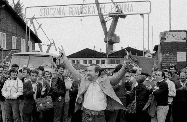 Lech Walesa, Nobelprijswinnaar en spion