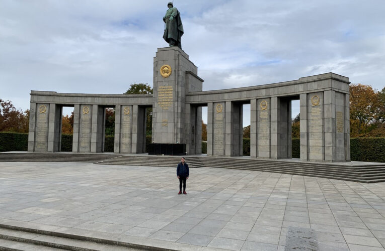 Overhandiging van de donatiecheque voor de Russische veteranen